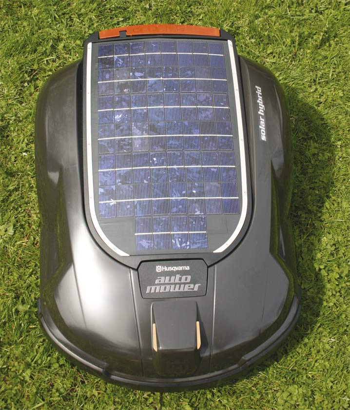 bild husqvarna automower solar hybrid seite. Black Bedroom Furniture Sets. Home Design Ideas