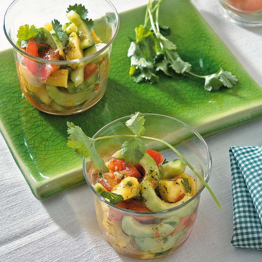 bild tomaten gurken salat mit ananas seite familienheim und garten. Black Bedroom Furniture Sets. Home Design Ideas